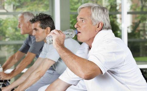 老人如何养生保健 日常生活里老人如何保健 老人怎么做才能长寿