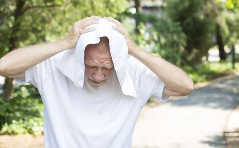 老年人发高烧吃什么水果 老年人发烧了怎么办 老人年发烧如何处理