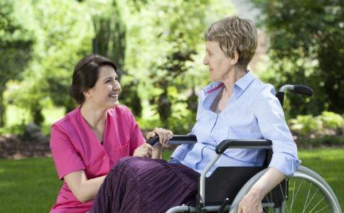 老人夏天怎么降血压 高血压老人夏天怎么过 老人高血压如何在夏天护理