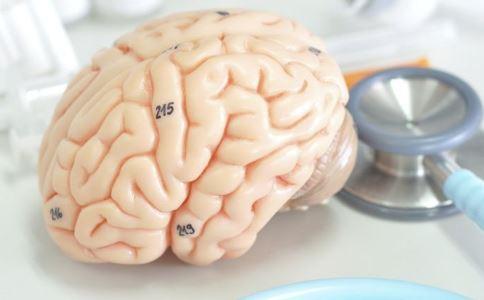 脑中被埋10块磁铁 什么原因导致癫痫 引起癫痫的原因