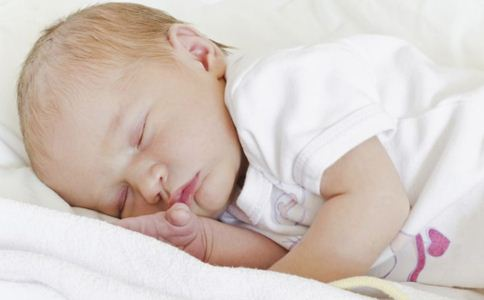 宝宝睡觉哭闹怎么办 宝宝睡觉磨牙怎么回事 宝宝睡觉时注意事项