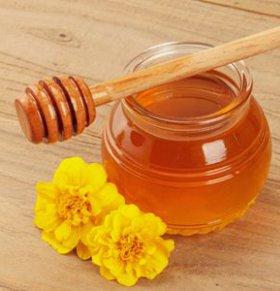 夏季宝宝可以喝蜂蜜吗 宝宝喝蜂蜜的好处 宝宝喝蜂蜜注意事项