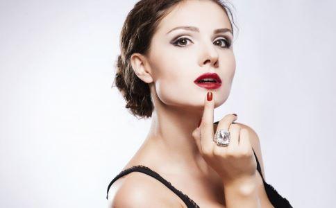 吃飯前要提前擦掉口紅嗎 如何塗口紅 塗口紅要註意什麼