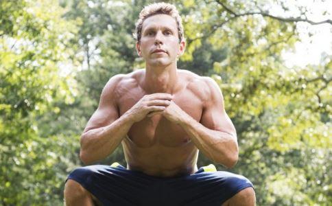 深蹲小动作 帮男人提高性能力