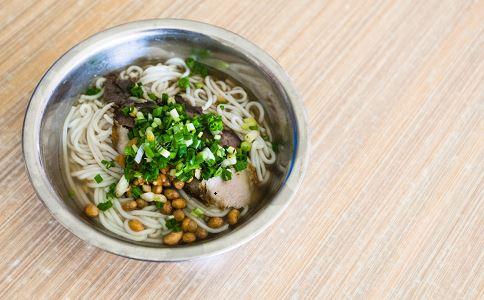 网传螺蛳粉被空调水泡 外出就餐食品安全 外出用餐食物问题投诉