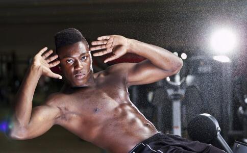 锻炼时少喝碳酸饮料和补水非常重要。