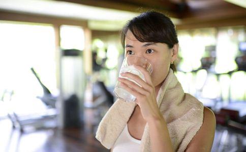 40岁的女性如何保持三个动作让40岁的女性更年轻