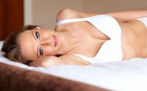 穿错内衣会伤到乳房。不要使用这些错误的方法。
