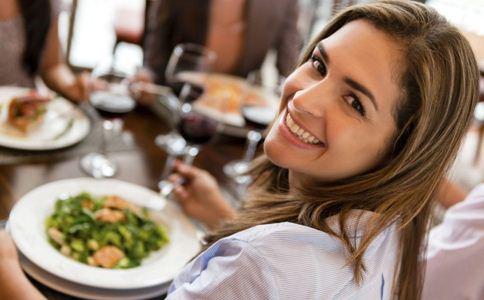 女人吃油桃的好处 油桃的营养价值 吃油桃的禁忌