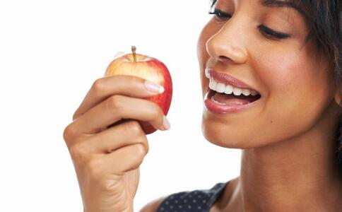 老妇人吃红枣,心脏骤停,红枣虽然好吃,但不适合多吃。