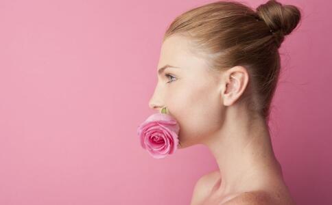 如果一个能吃老红糖的女人和桃花在一起看起来很好