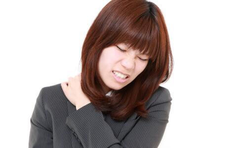 女人皮肤年轻的方法 女人睡前如何护肤 睡前护肤的小方法
