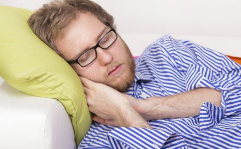 睾丸炎有什么危害 睾丸炎的症状有哪些 睾丸炎如何保健