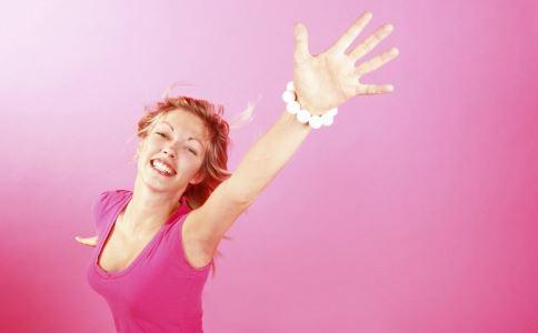 引起女性乳汁不足的原因是什么 乳汁少怎么办 产妇催乳怎么做好