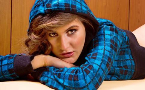 女性出现闭经的常见原因有哪些 女性闭经有哪些症状 生活中怎样预防闭经