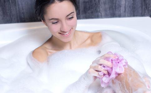 引起乳腺囊肿的原因是什么 乳腺囊肿可以按摩什么穴位 乳腺囊肿日常如何保健