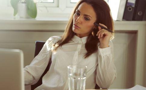 痛经吃止痛药好吗 女性如何缓解痛经 怎么治疗痛经