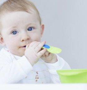 宝宝多大才能吃辅食 宝宝吃辅食注意什么 宝宝多大可以加辅食