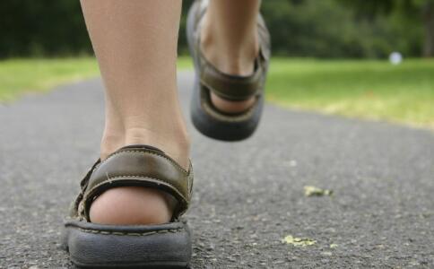 暴走16小时刷爆步数表 健步走每天走多久合适 每天走多少步才好