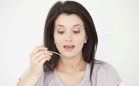 叶酸补多了对人体有哪些危害 孕妇如何科学补叶酸 女性为什么要补叶酸
