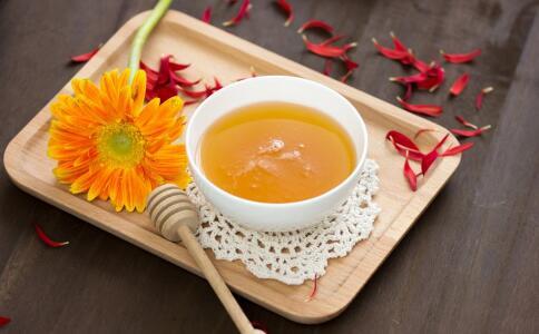 男人喝蜂蜜有哪些好处 蜂蜜对男人有哪些功效 喝蜂蜜的好处