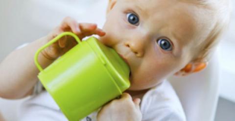 宝宝不爱喝水怎么办 宝宝不爱喝水的原因 孩子不爱喝水怎么办