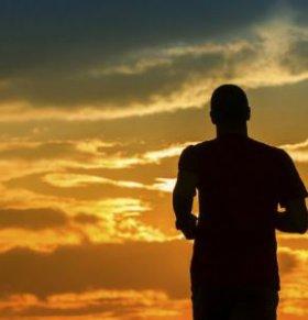 男人腰疼吃什么 男人腰疼怎么办 男人腰疼的原因有哪些