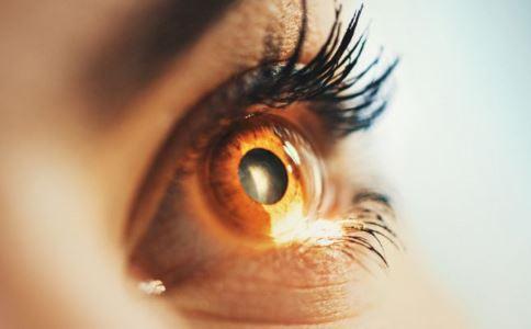 女子眼内找到眼镜 如何预防眼睛异物 眼睛进了异物如何处理