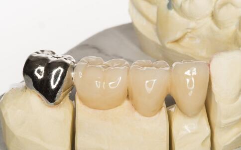 为什么会嘴唇干裂 导致嘴唇干裂的原因 嘴唇干裂的原因有哪些