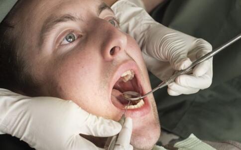 口臭有什么症状 口臭的症状是什么 口臭有什么危害