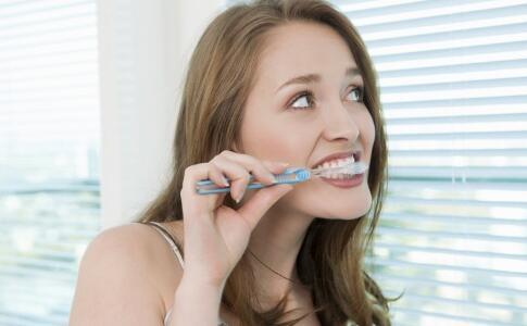口腔溃疡怎么办 口腔溃疡的治疗方法 口腔溃疡的原因