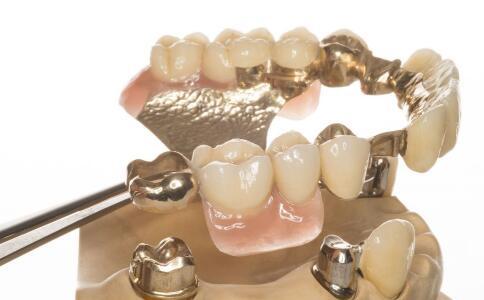 口腔溃疡有什么症状 如何预防口腔溃疡 口腔溃疡的预防方法