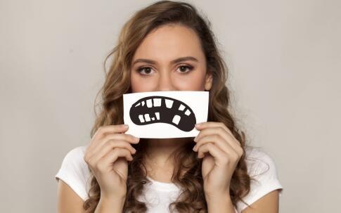 嘴唇干裂怎么办 嘴唇干裂如何食疗 嘴唇干裂如何改善