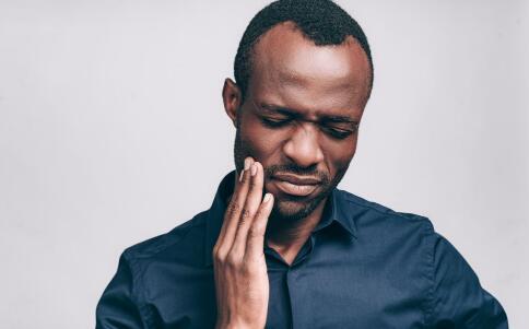 口腔溃疡如何治疗 口腔溃疡的治疗方法 怎么治疗口腔溃疡