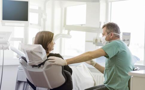 孕妇口臭的原因有哪些 哪些原因会导致孕妇口臭 什么原因会导致运动口臭