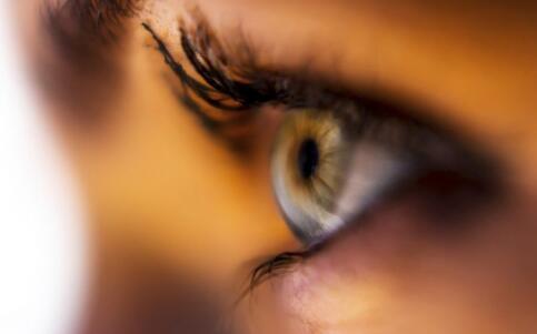 眼睛水肿怎么办 眼睛水肿如何快速消肿 眼睛肿快速消肿的方法