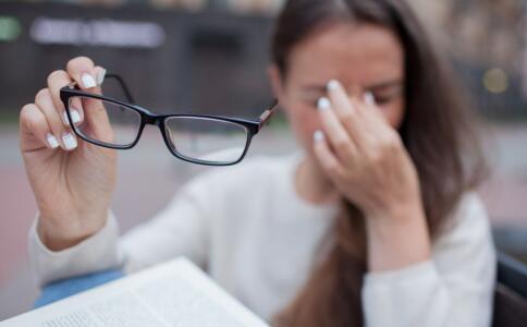 先天性青光眼有哪些症状 青光眼如何诊断 先天性青光眼如何治疗