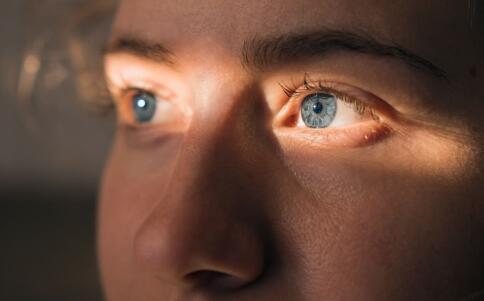 如何判断自己是否有干眼症 什么是干眼症 怎么预防干眼症