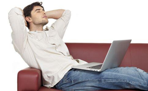 久坐沙发会引发精索静脉曲张吗 精索静脉曲张的原因有哪些 精索静脉曲张吃什么好