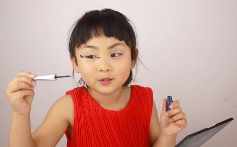 9岁女孩沉迷抖音 女孩过早化妆有危害 小女孩化妆有什么危害