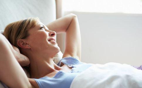 女人怎么睡才可以保护卵巢 如何保护卵巢 卵巢保养怎么做