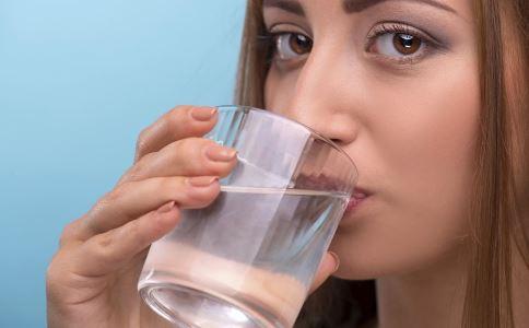 白水开的好处 白开水可以治什么病 白开水的功效与作用
