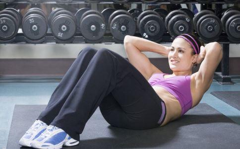 这个动作比仰卧起坐减肥效果更好 健康常识 图2