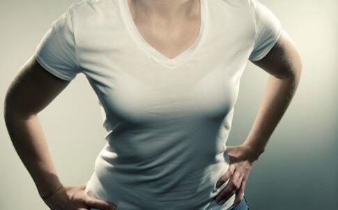 导致女性乳房下垂的原因 怎样改善胸部下垂 健康常识 图1