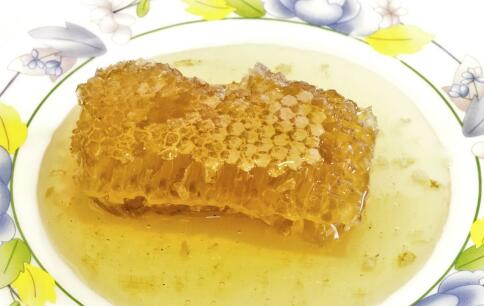 蜂蜜有哪些营养价值 女人吃蜂蜜有哪些好处 蜂蜜泡什么喝最好