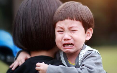 宝宝入园哭不停怎么办 宝宝入园哭不停宝妈要怎么处理 宝宝不愿上学怎么办