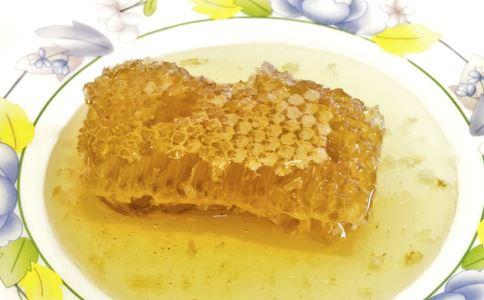 蜂蜜什么时间段喝好呢?喝蜂蜜水要注意哪些事项? 健康常识 图2