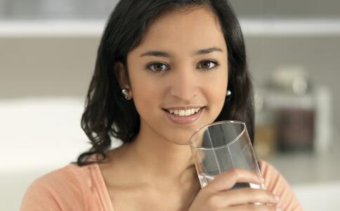 起床先刷牙还是先喝水 什么时候喝水好 健康常识 图1