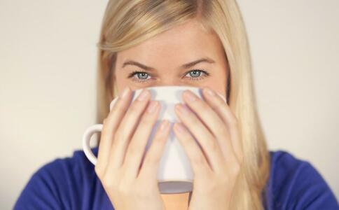 起床先刷牙还是先喝水 什么时候喝水好 健康常识 图2
