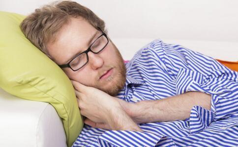 睡眠不足影响大脑思维 睡眠不足的五大危害 健康常识 图2
